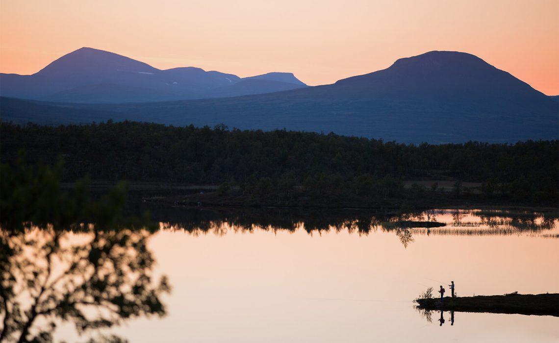 Sjö skymning fjäll Niclas Vestefjell