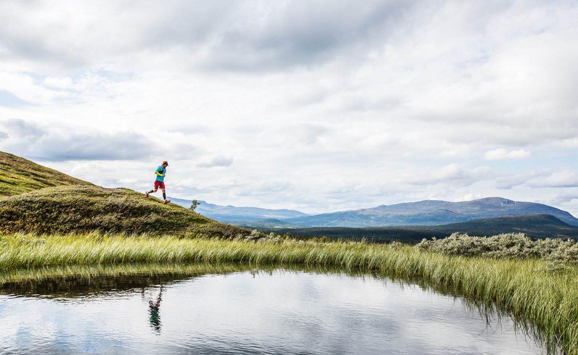fjäll trail running löpning äventyr tjärn sommar