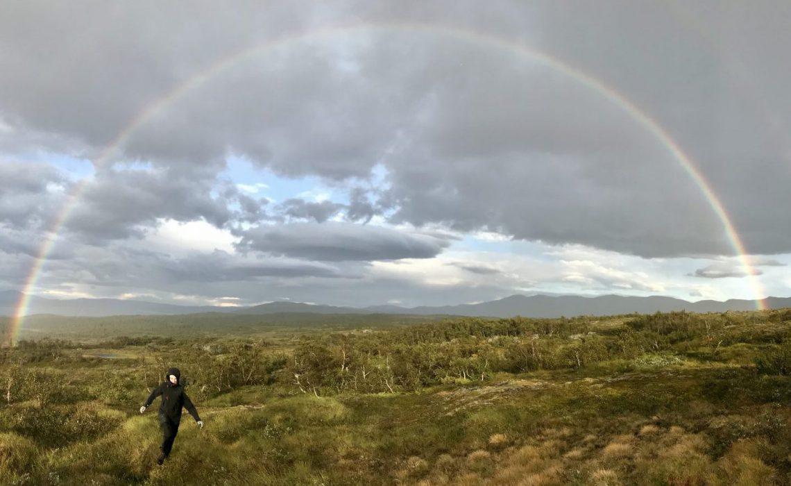 Regnbåge vandring Snasahögarna Anne Adsten