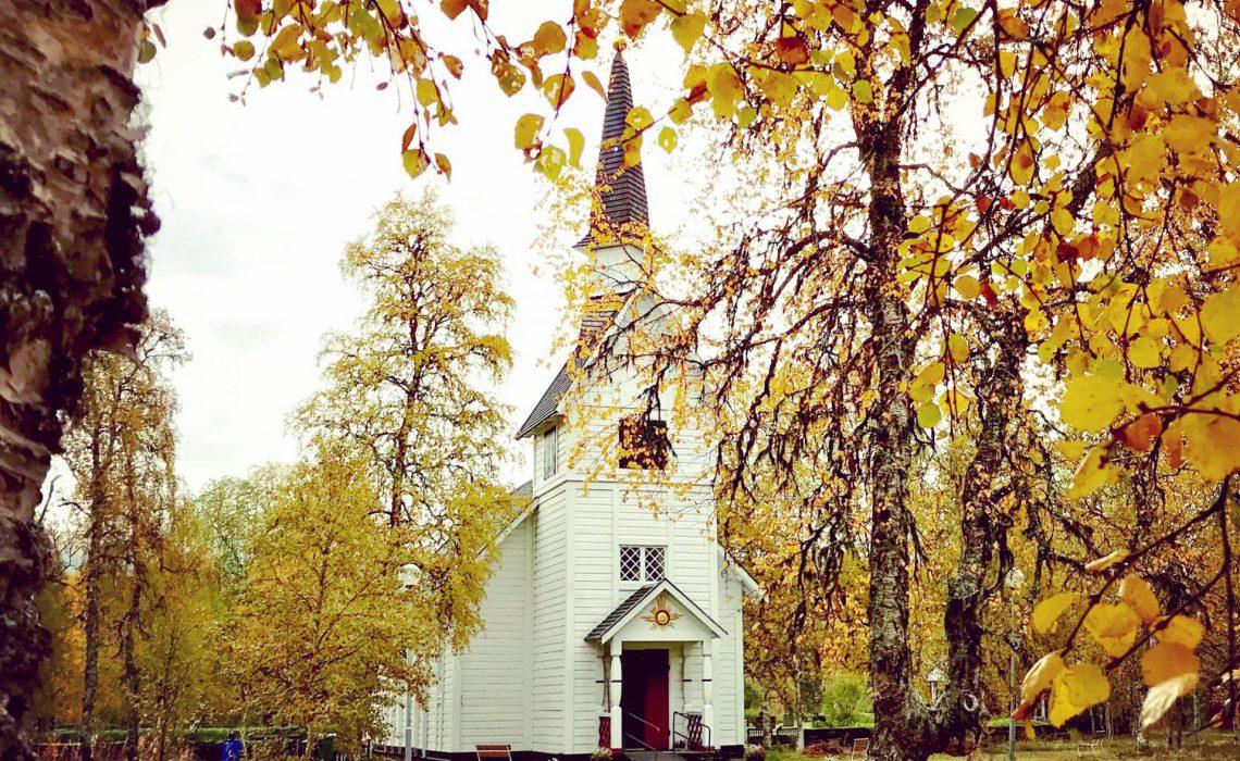 Ankarede kyrkplats med kapellet från 1895. Foto: Anne Adsten.