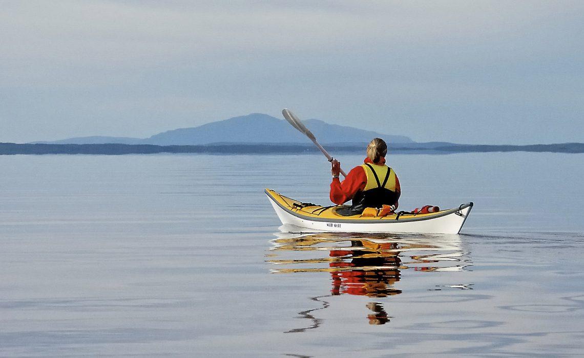 Paddling på Storsjön. Foto: Lars Häreblad