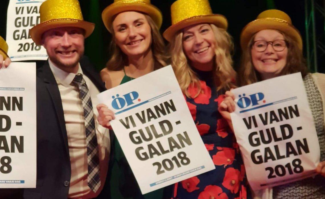 Vinnarna av utmärkelsen Årets Turismföretagare 2018, STF Jämtlands- och Härjedalsfjällen uppmärksammades med hattar och löpsedlar under Guldgalans kvällsprogram. Foto: Anette Andersson